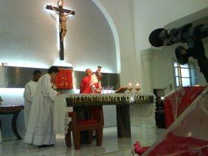 O Santissimo Sacrificio da Missa - para que os recém-crismados possam perseverar no caminho estreito que conduz ao Céu.